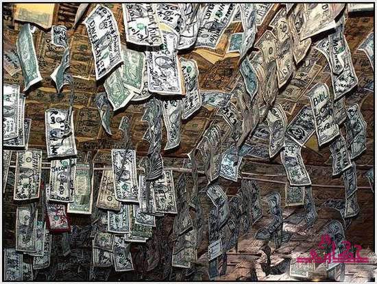 750 الف دولار تغطى جدران مطعم 740.jpg
