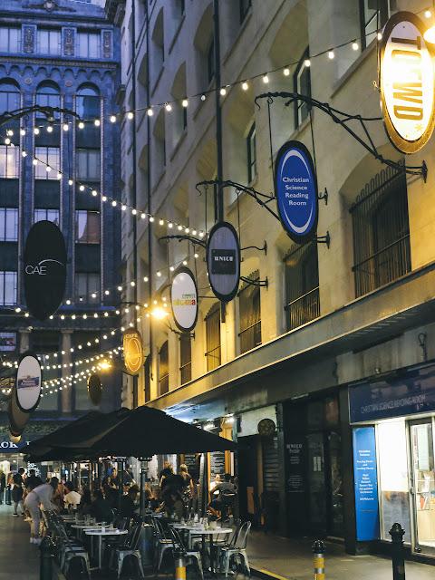 デグレーブス・ストリート(Degraves Street)