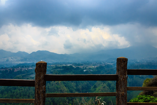 Pesona Wisata Alam Tebing Keraton di Bandung