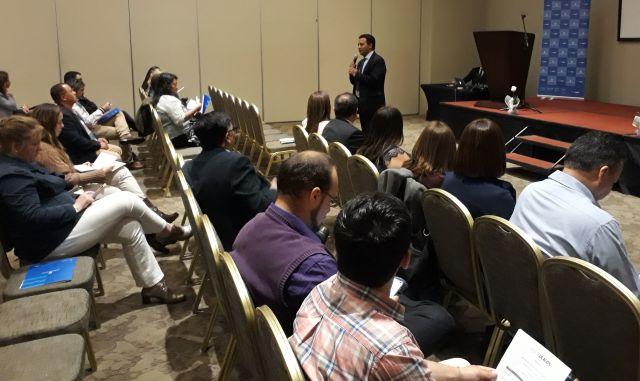 Dr. Gerardo González expone sobre Nueva Constitución