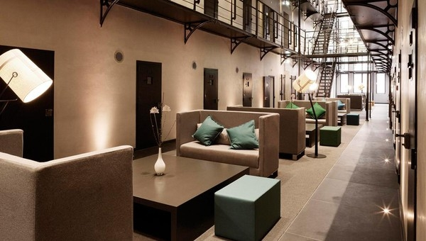 11-Het-Arresthuis-Hotel-Prison-Converted-into-a-Luxurious-Boutique-Hotel-www-designstack-co