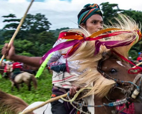 Travel.Tinuku.com Pasola war games Marapu religious knights in Southwest Sumba after Nyale worm feast