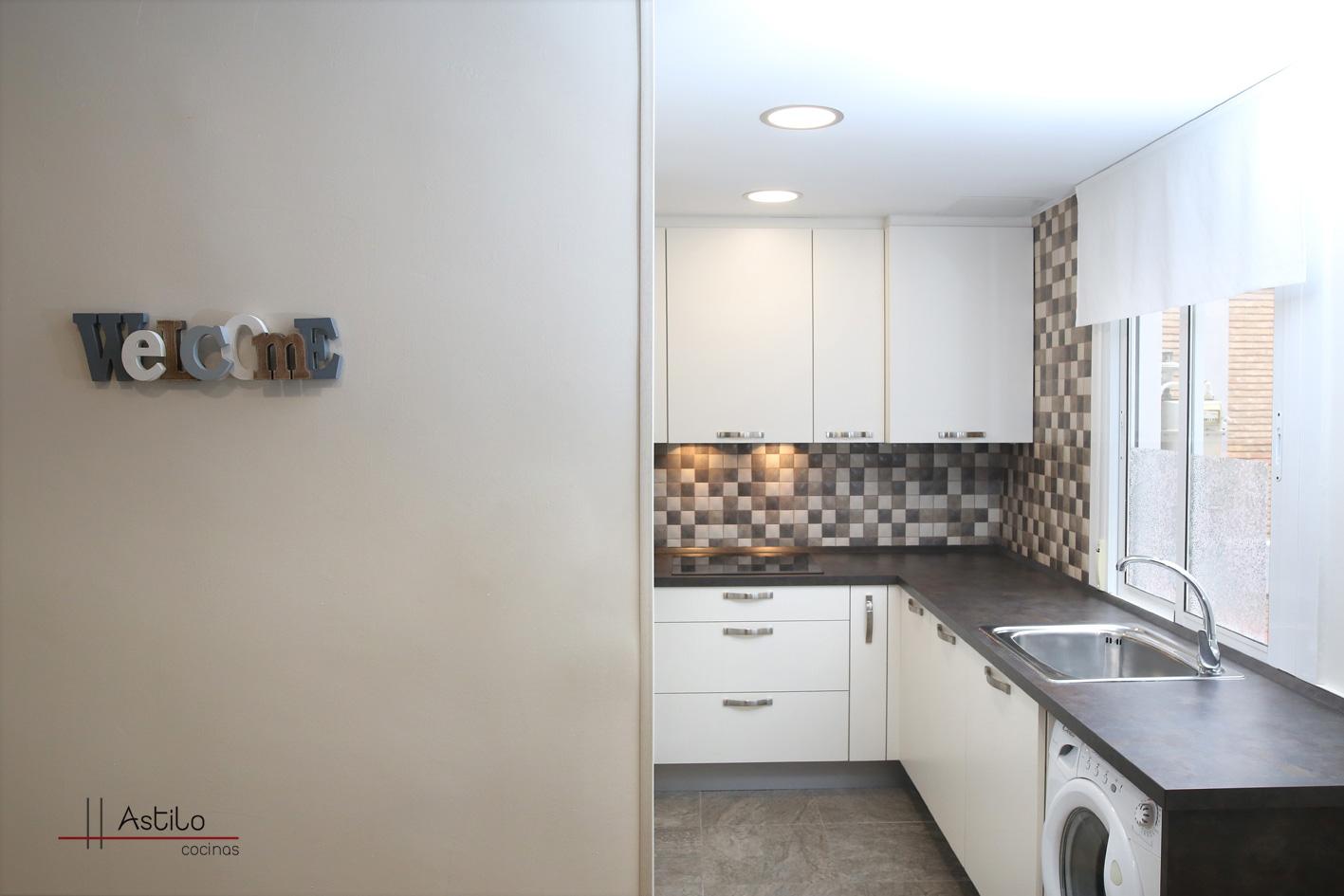Amueblamiento de cocina con encimera duropal reformas - Amueblamiento de cocinas ...