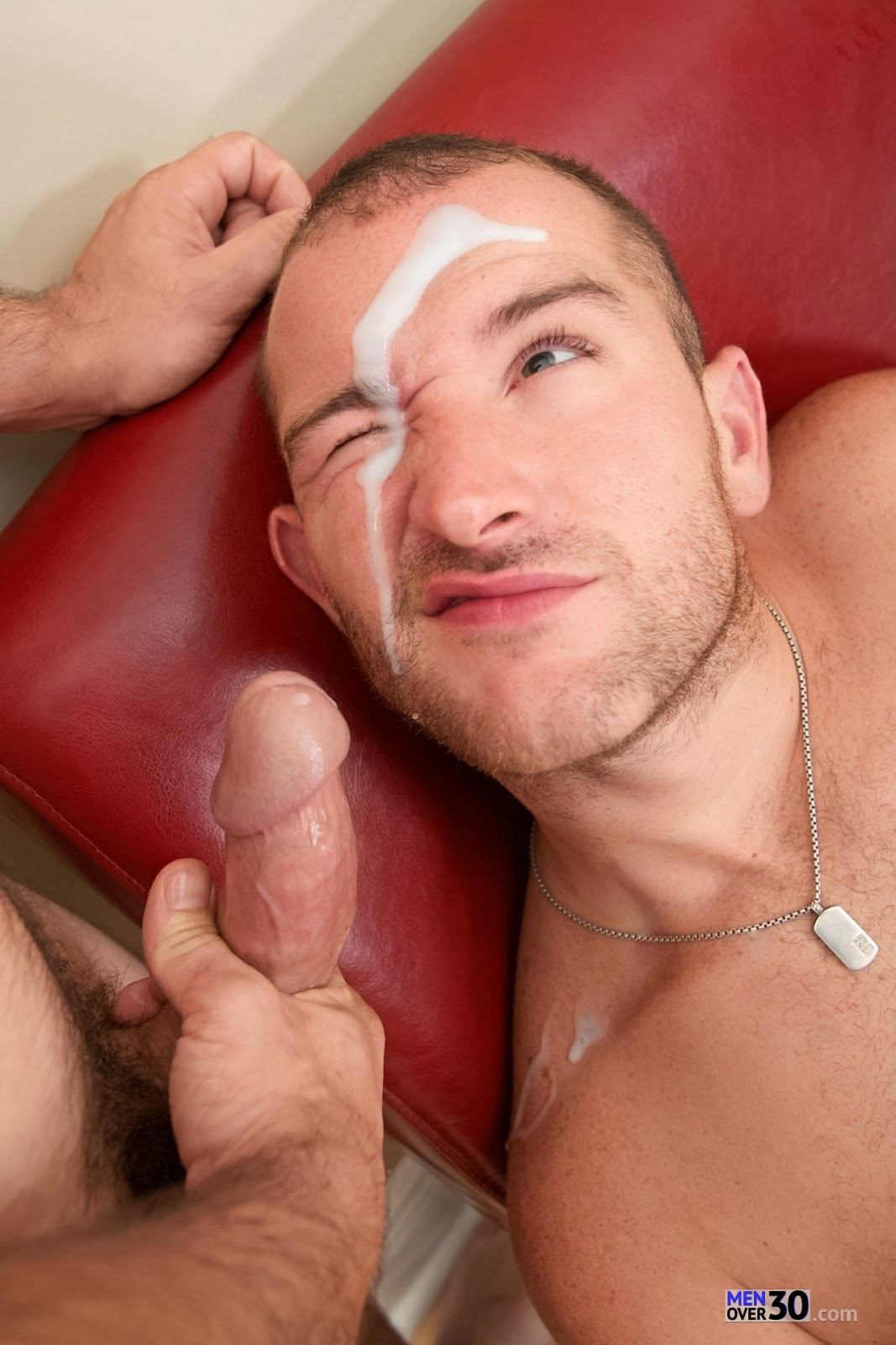 Luc, innocent str8 delivery guy serviced his big cock by a guy!