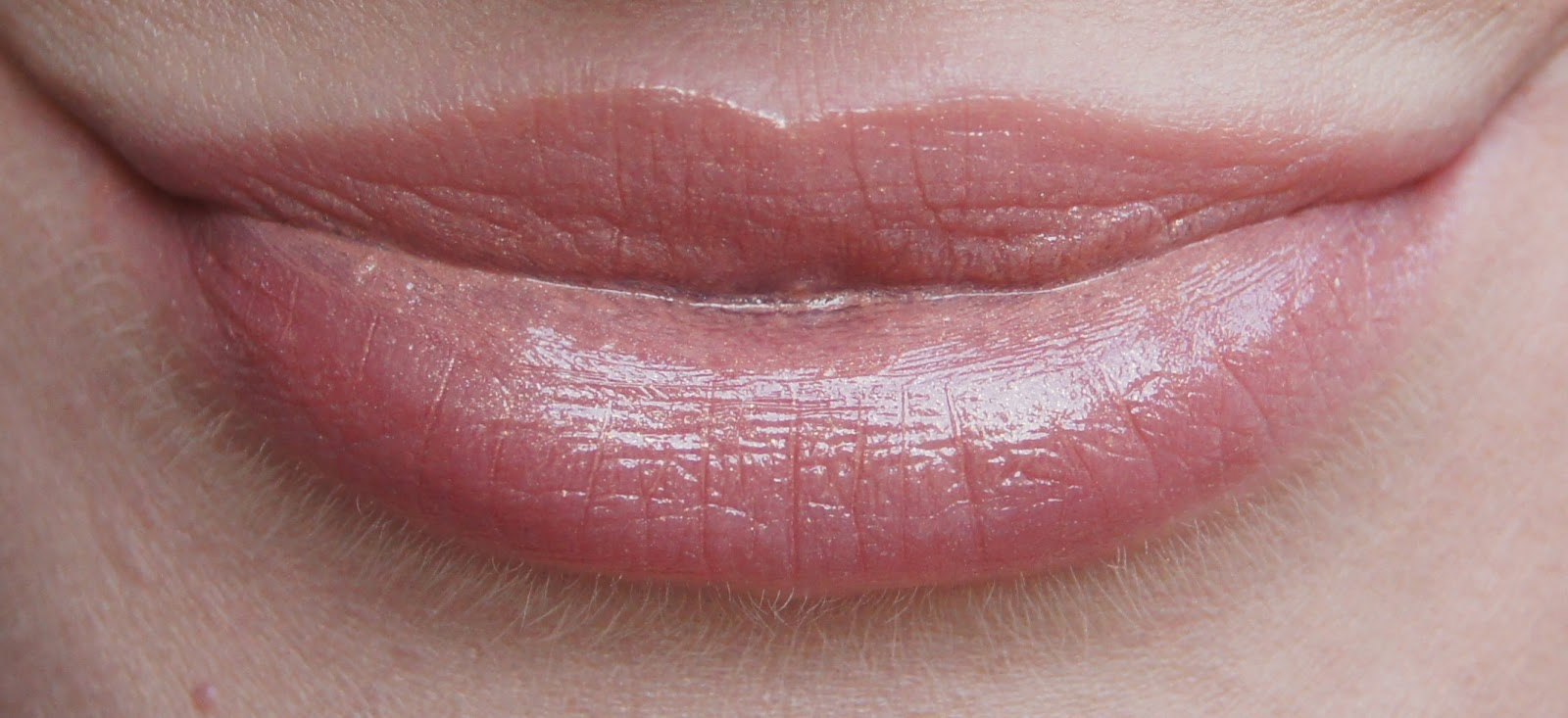 tom ford 01 in the buff lip color sheer lipstick swatch