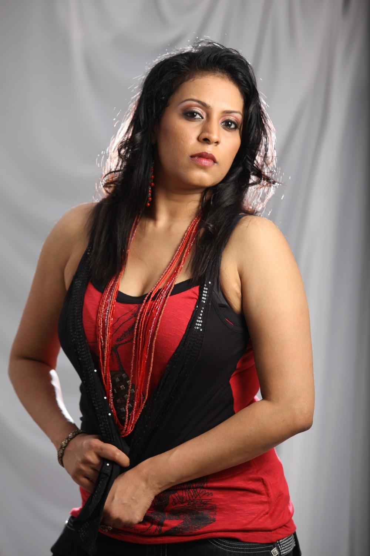 Slicypics Indian Actress Tamanna Bhatia Photos: Pop Singer Madhoo Hot Photos