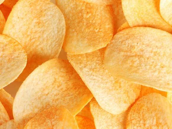 Затем подсушить на полотенце кружочки картофеля