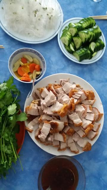 """Poitrine de porc laquée """" Thịt heo quay"""" ; Une viande tendre,moelleuse, et une peau dorée et croustillante!"""