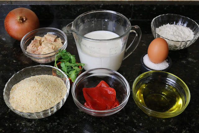 Ingredientes para croquetas de atún y pimientos
