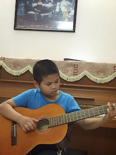 nguồn gốc đàn guitar, học guitar, sinh viên