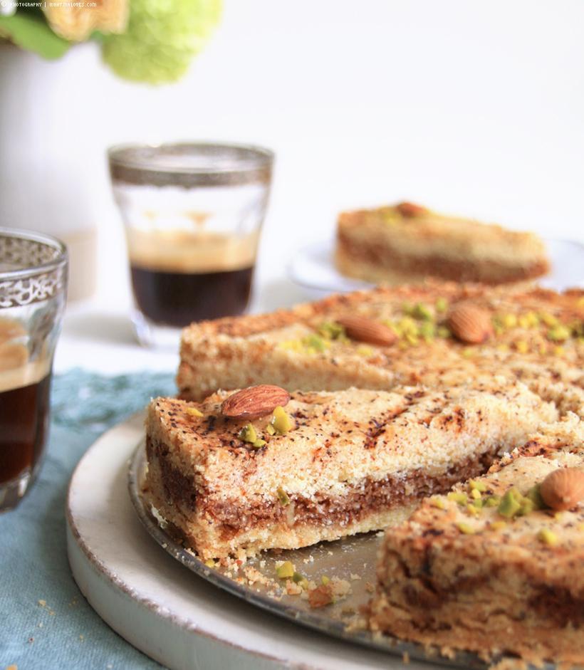 arabic DahDah Cake | Hijazi Alexandrian | gefüllte Grießschnitten - whatinaloves.com