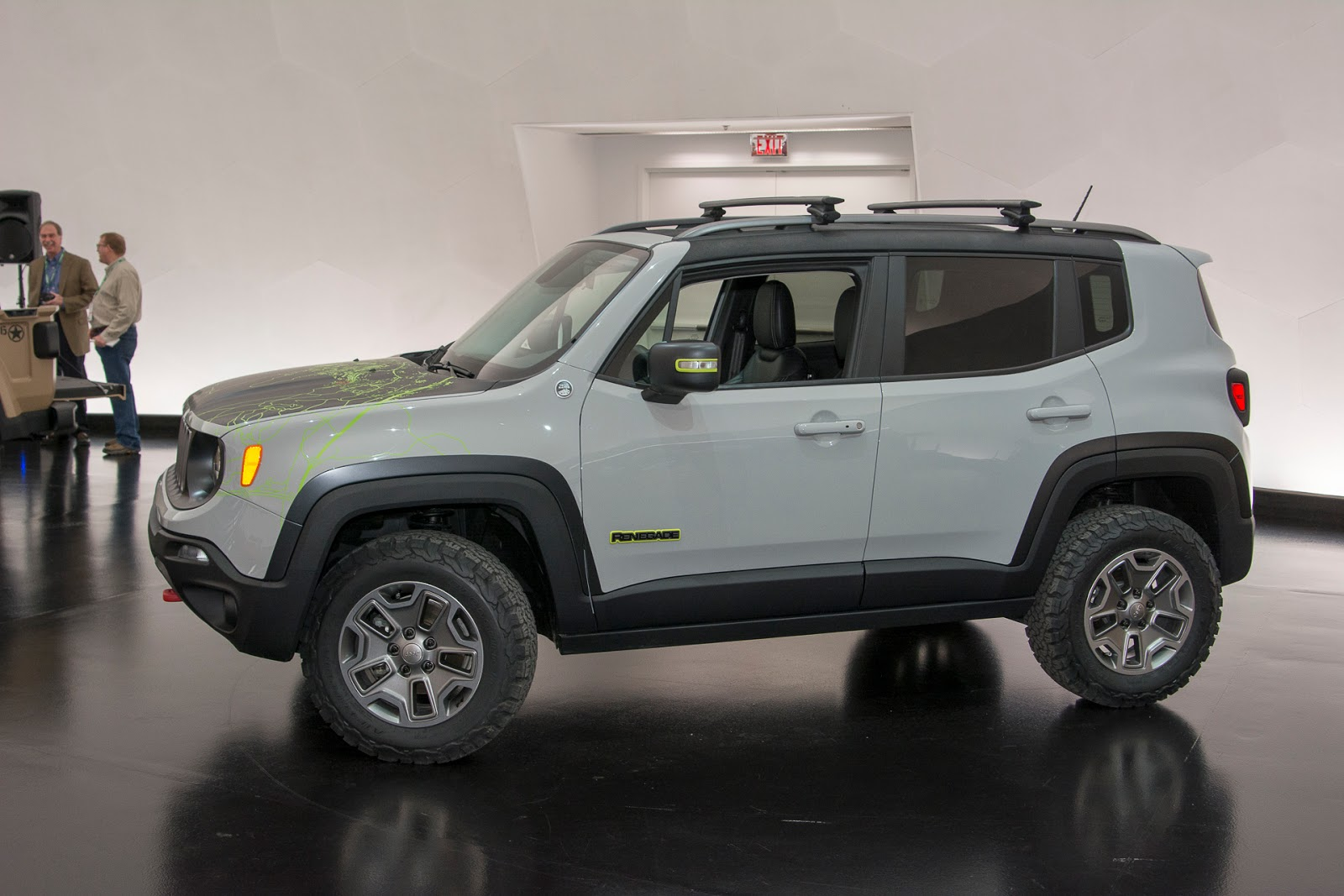 automotiveblogz jeep renegade commander concept 2016. Black Bedroom Furniture Sets. Home Design Ideas