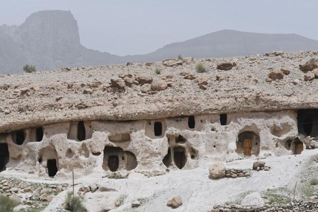 Iran, Perzië, soukh, bazaar, hammam, Kerman, Rayen, citadel Rayen, berg Haraz , handelsroute tussen Bam en Kerman, Perzische tuin, Shahzadeh (tuin van de prins),  Unesco Werelderfgoed, Mahan City, Shafi Abad, qanats, qanats Shafi Abad, Lut woestijn, Lut desert, Tetis Zee, Kerman, Perzische tapijten, shisha, Ganjaliplein Kerman, badhuis Hamam-e-Ganjali Khan, Cheshmehhammam in Kerman, troglodietendorp Meymad Iran, reizen Joker