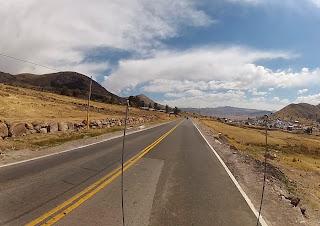 Cruzando montanhas no Peru.