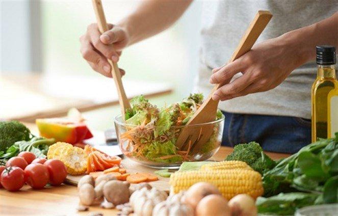 مواد غذائية على الرجال تناولها باستمرار