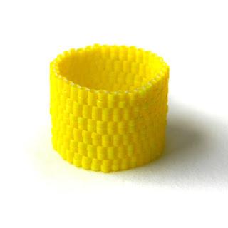 купить украшения из бисера кольцо желтого цвета очень широкие кольца купить