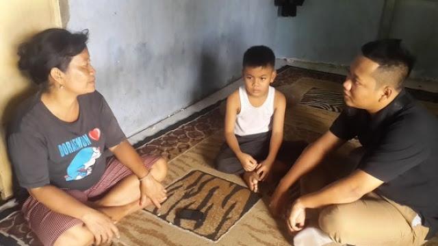 Ngajak Ibunya Aamiin-aamiin dan Belajar Shalat Pakai Handuk, Ini Kisah Bocah 8 Tahun Masuk Islam