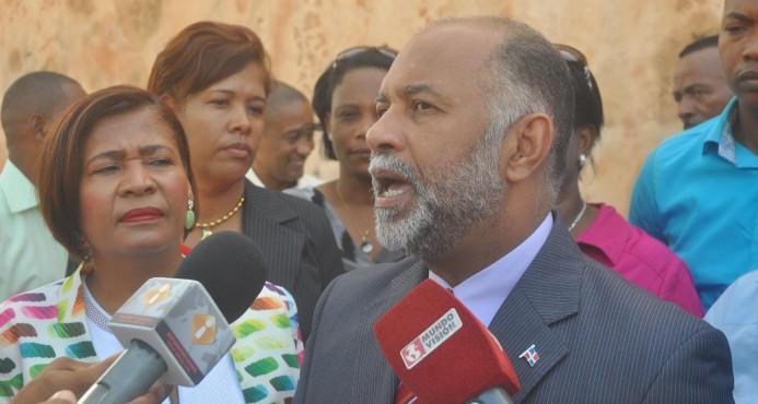 """ADP recibe listado de profesores bloqueados; asegura no apoyará """"botellas"""""""