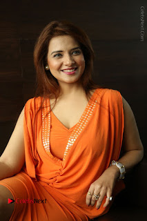 Actress Saloni Aswani Pos in Short Dress at Meelo Evaru Koteeswarudu Movie Interview  0177.JPG