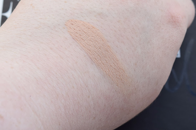 PUR Minerals Disappearing Act Concealer in Light swatch