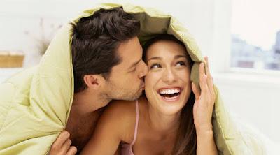 كيف تزيد من قدرتك الجنسية بخطوات بسيطة  رجل امرأة سرير فراش علاقة جنسية زوجيه man woman love bed sex