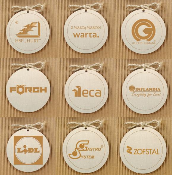 zawieszki z logo firmy
