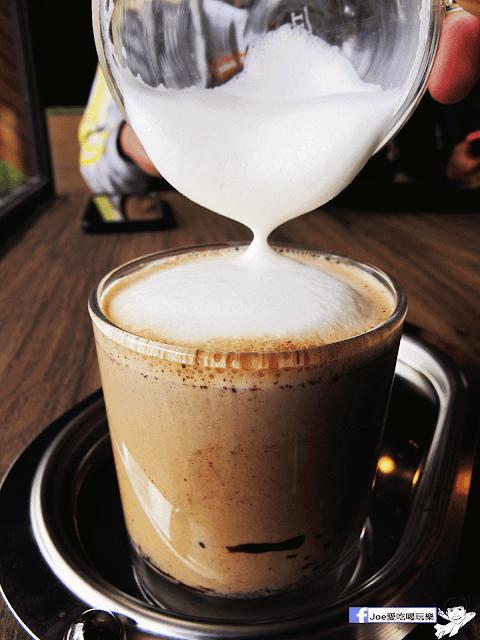 IMG 6487 - 【台中美食】公益路下午茶新選擇,來自南台灣的黑浮咖啡來台中插旗啦!!!還有下午茶優惠喔!! @黑浮咖啡公益店