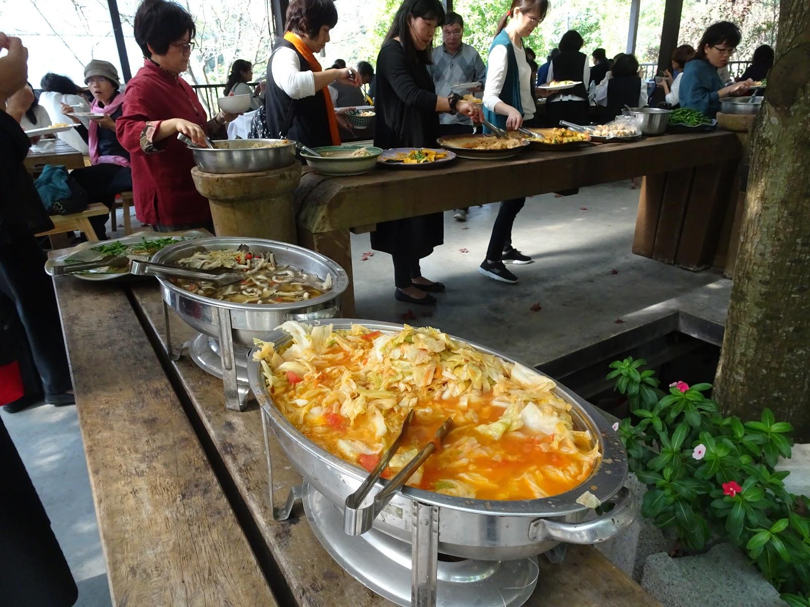 新的日子: 南投縣水里鄉 - 阿成的家~龍眼樹下的有機風味餐buffet.大哥窯烤麵包