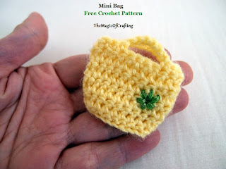 http://www.themagicofcrafting.com/2015/12/mini-bag-for-keyring.html