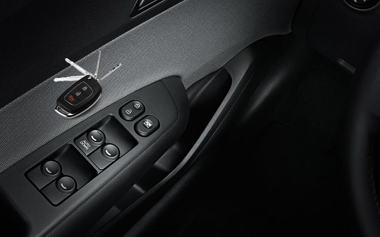A chave estilo canivete tem comando de abertura e fechamento das portas. O travamento  automático das portas acontece quando o carro atinge os 15 km h e ... 34ffde4cda