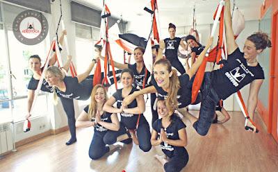 aero-yoga-pilates-febrero-2018-madrid-y-galicia-te-esperan-cursos-formacion-profesores-air-aerial-aerien-columpio-hamaca-trapeze-acro-acrobatic-danza-acreditacion-certificacion-diploma-escuelas-negocios-studio-coach-coaching-madrid-espana-galicia.