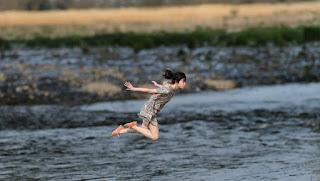 Tips dan Trik Cara Membuat Foto Levitasi Melayang