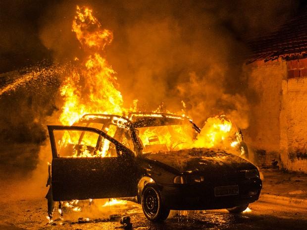Mulher ateia fogo em carro do companheiro após discussão em Almino Afonso