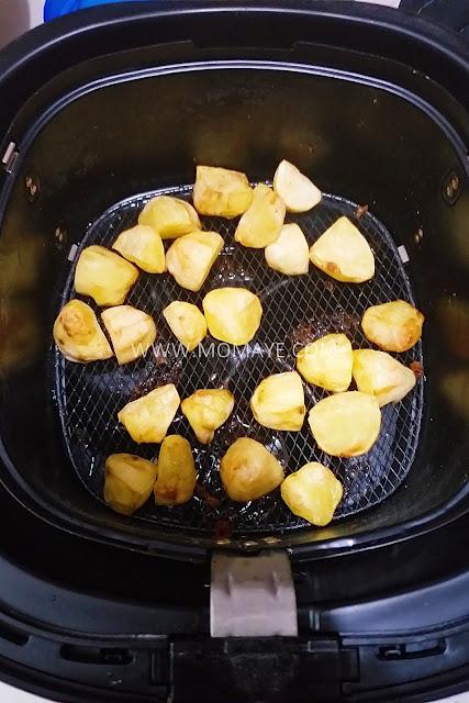Philips Airfryer, Momaye Cooks, kitchen appliances, food, air fry food, air fryer, kitchen gadget, airfried potatoes