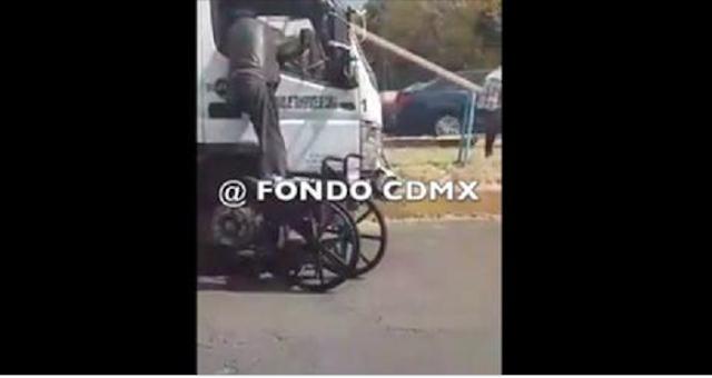 Ratero sin pierna sale a robar en su silla de ruedas, lo captaron con una pistola