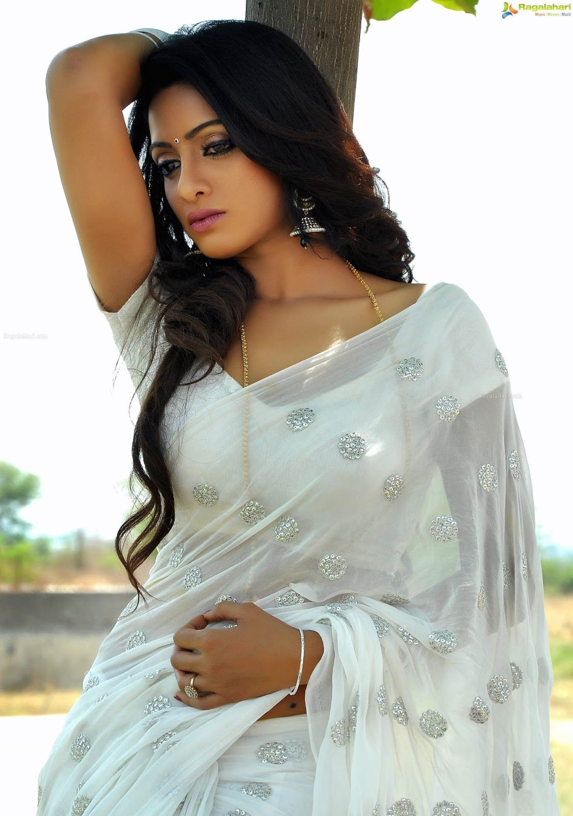 telugu tv anchor actress udaya bhanu hot latest photos