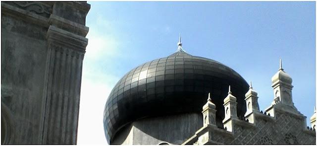 Rest Area Jalan Lintas Medan-Banda Aceh, Masjid Kubah Hitam Peureulak
