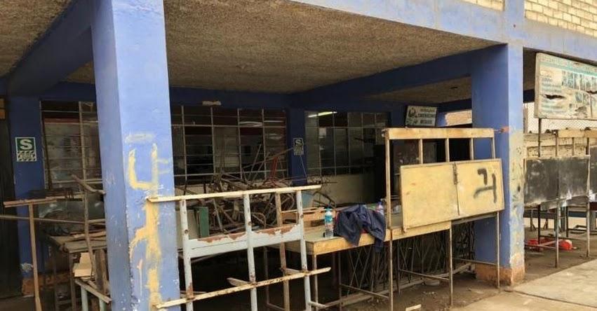 Cerca de 2 mil alumnos del Colegio «Manuel Robles Alarcón» de SJL estudian en local declarado en emergencia