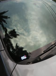 tampilan kaca Film sun Gard di mobil livina