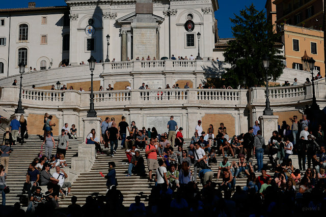 Turisti sulla scalinata di Piazza di Spagna