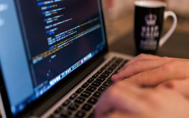 أفضل 4 برامج لكتابة الأكواد البرمجية