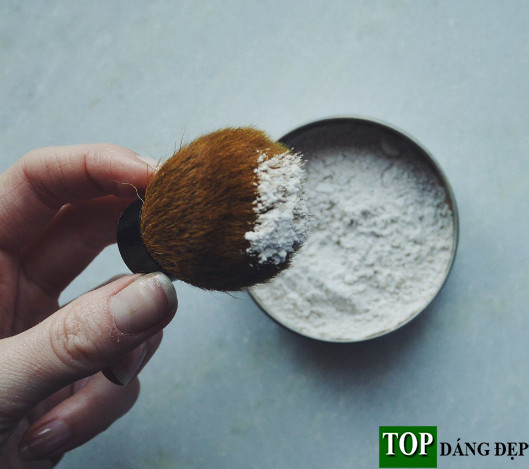 """DIY: Cách làm dầu gội đầu khô dạng bột """"cực đơn giản"""""""
