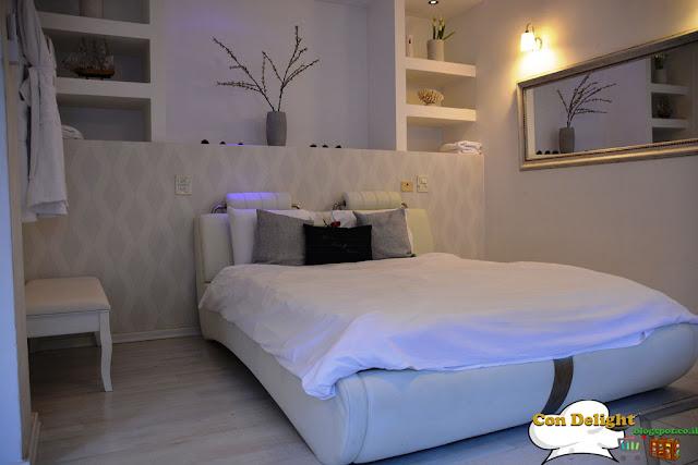 מיטה ענקית בסוויטת ולדמנס Valdmans king-size bed