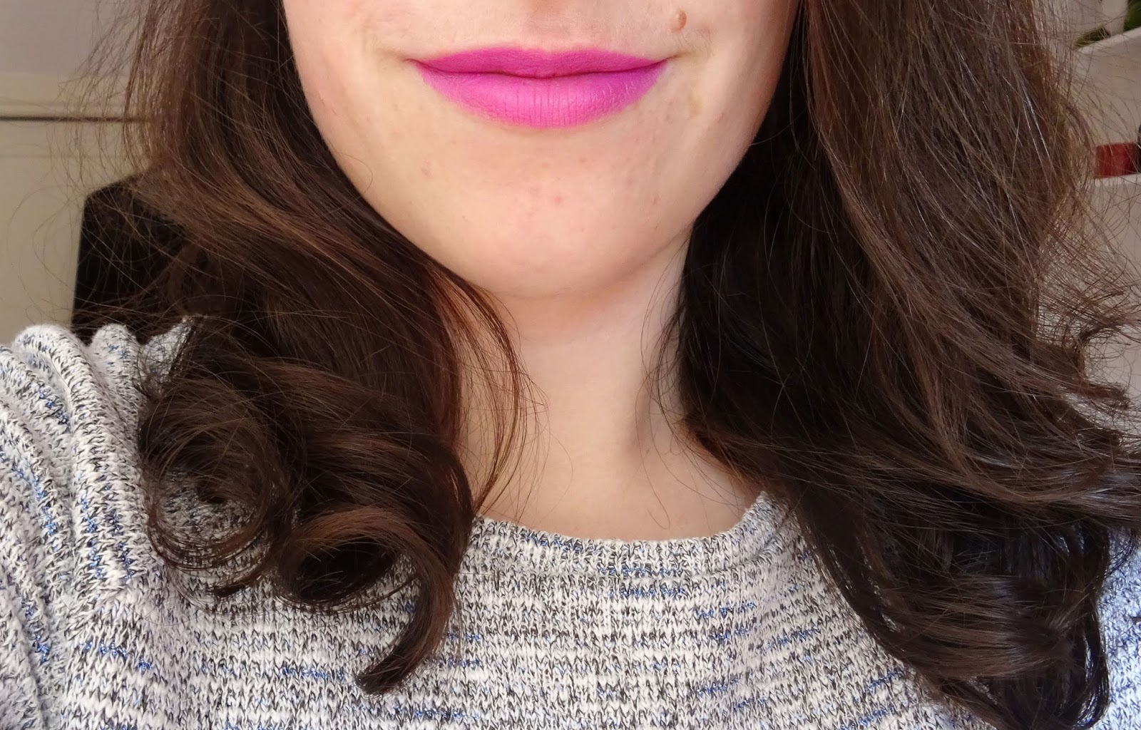 True Colour Lipstick Sleek fuchsia swatch
