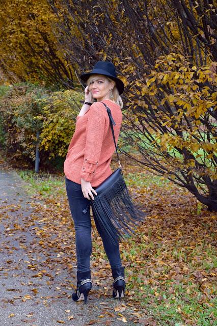 outfit borsa frange abbinamenti borsa frange come abbinare la borsa con frange mariafelicia magno fashion blogger colorblock by felym fashion blog italiani fashion blogger italiane blogger italiane di moda web influencer