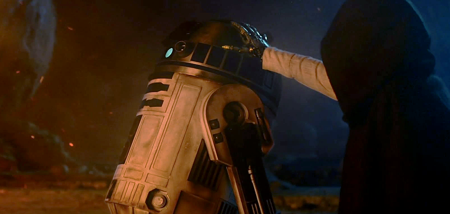 Star Wars: The Force Awakens Trailer: Luke Skywalker şi R2-D2