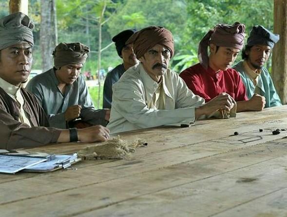 Salah satu adegan Film Pangeran Antasari. Egy Fedly (tengah) yang memerankan Pangeran Antasari