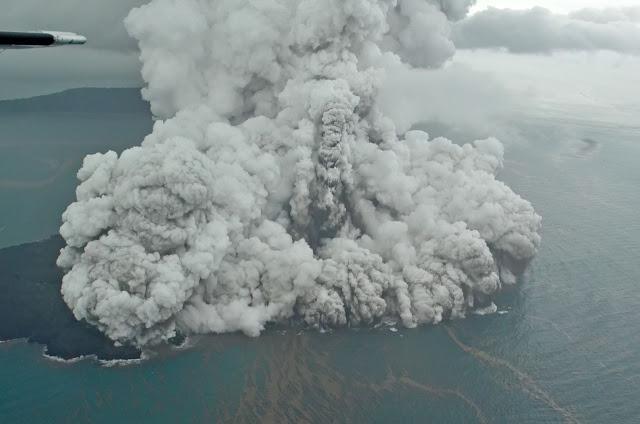 Gunung Anak Krakatau Siaga Berpotensi Picu Tsunami, Ini Kata Ahli