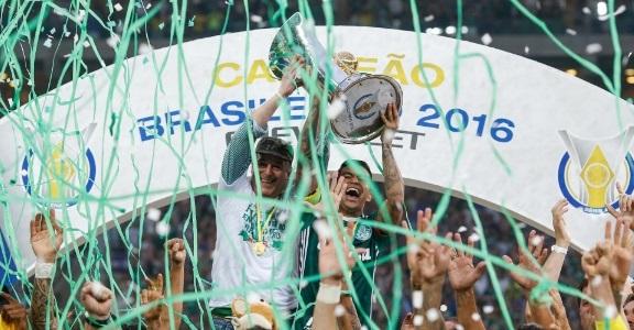 787678286c Foram longos 22 anos com o grito de campeão brasileiro entalado na  garganta. Muitos dos torcedores que celebram na tarde deste domingo o nono  título do ...