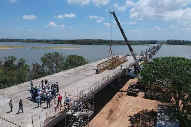 http://vnoticia.com.br/noticia/3139-governador-visita-obras-da-ponte-da-integracao